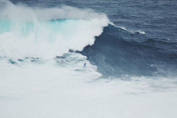 Surfer la plus grosse vague du monde au Portugal