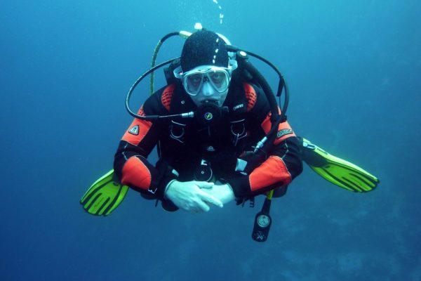 Plongée sous-marine : quels sont les matériels utiles à avoir ?