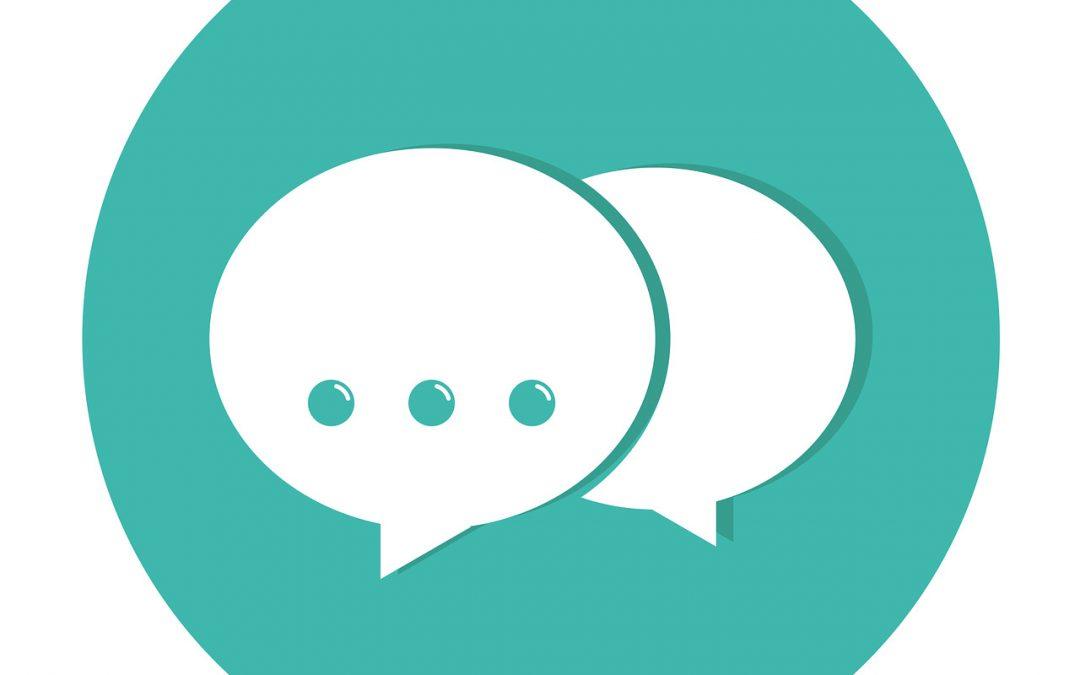 Dois-je répondre aux commentaires négatifs sur les médias sociaux ?