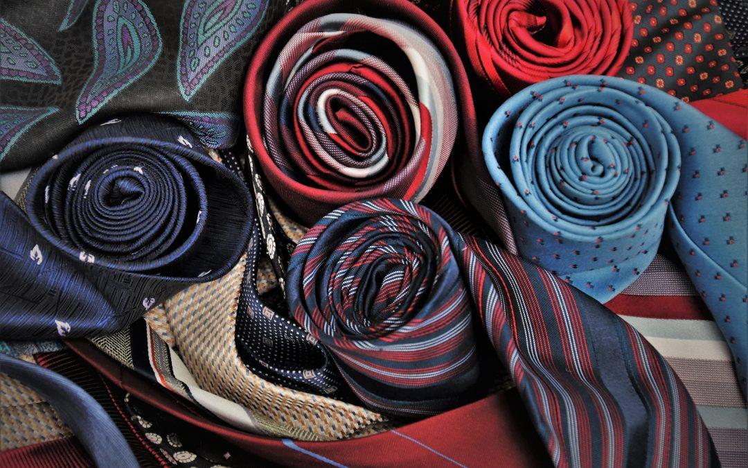 Comment et quand les hommes doivent-ils porter une cravate ?