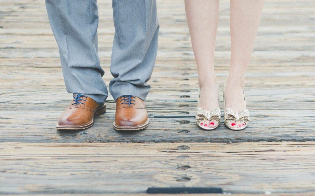 Un guide pour porter des chaussures sans chaussettes