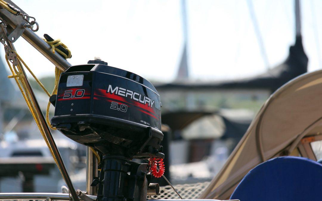 Changer l'huile moteur d'un moteur hors-bord Mercury 15 ou 20 CV à 4 temps
